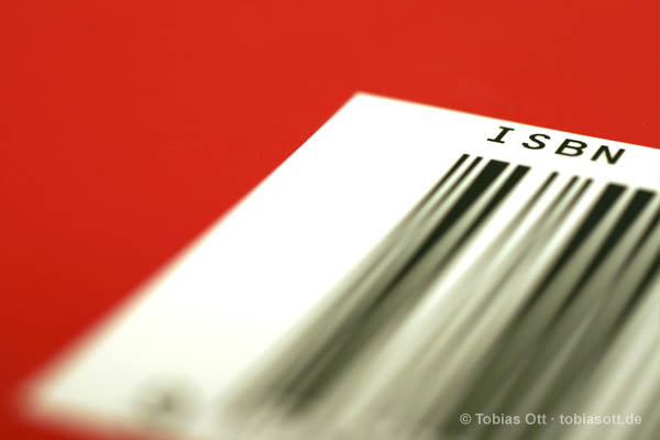 Rotes Buchcover mit ISBN